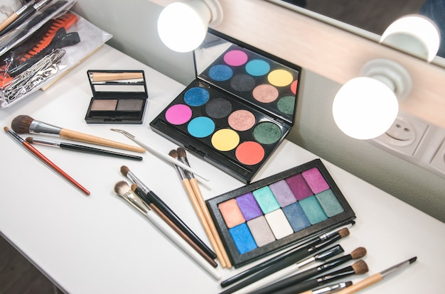 Divers produits de maquillage. ensemble de cosmétiques professionnels