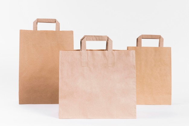 Divers sacs à provisions en papier