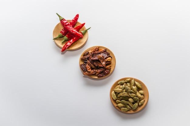 Diverses épices pour cuisiner une variété de saveurs