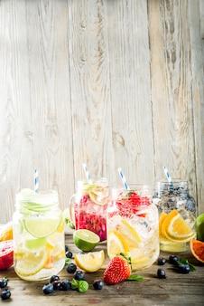 Diverses limonades aux fruits et baies