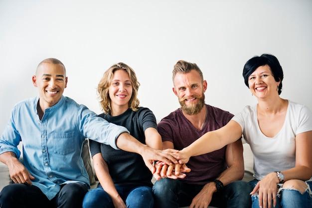 Diverses personnes avec le concept de travail d'équipe