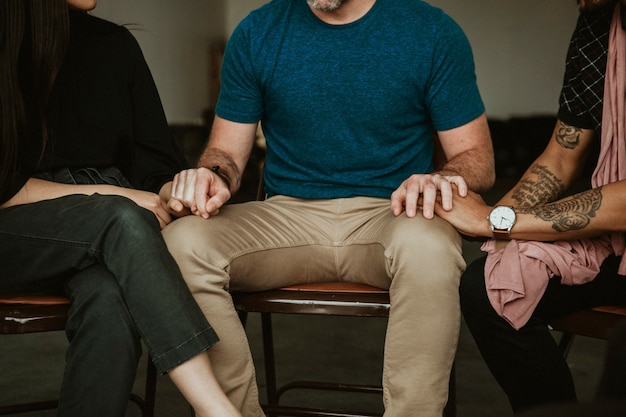 Diverses personnes dans une séance de réadaptation