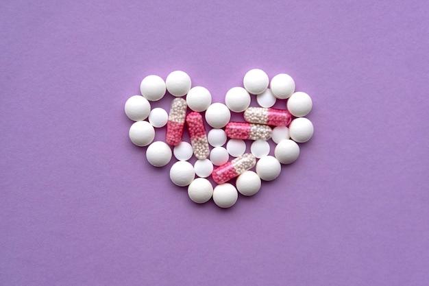 Diverses pilules ont formé une forme de