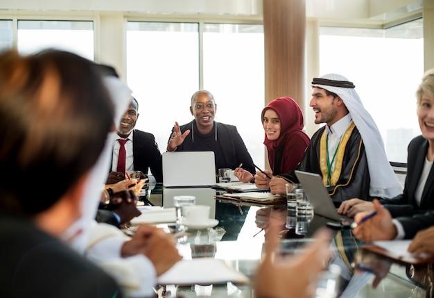 La diversité les gens représentent le partenariat de la conférence internationale