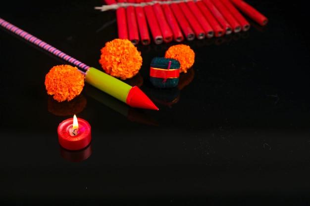Diwali diya avec fire crackers