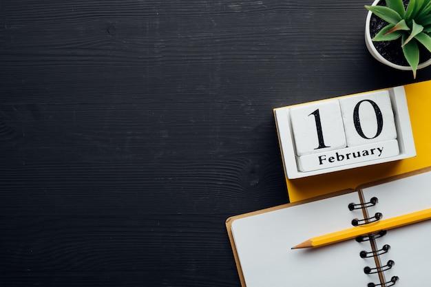 Dixième jour du calendrier du mois d'hiver février avec espace de copie.