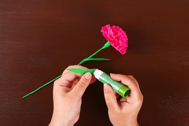 Diy 9 mai oeillets de papier crépon, fil et serviettes. idée cadeau