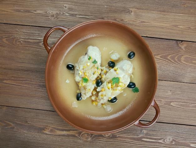 Djej makalli - poulet marocain au citron et olives en conserve