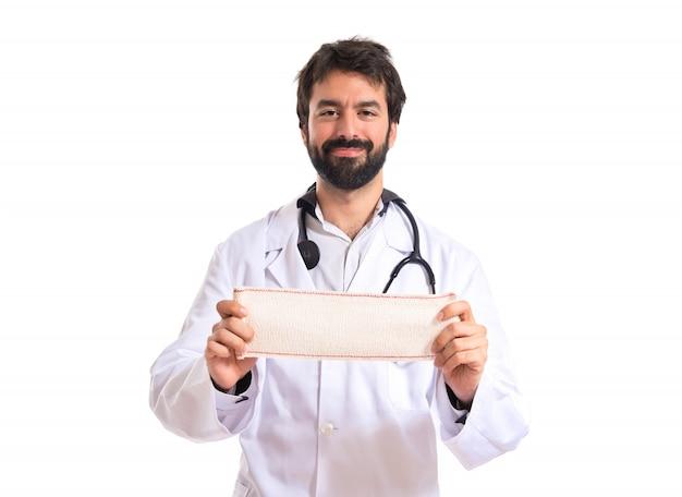 Docteur avec bandage sur fond blanc