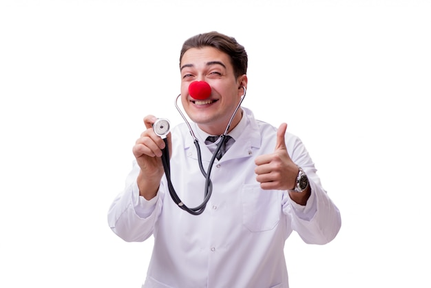 Docteur clown drôle isolé sur le blanc