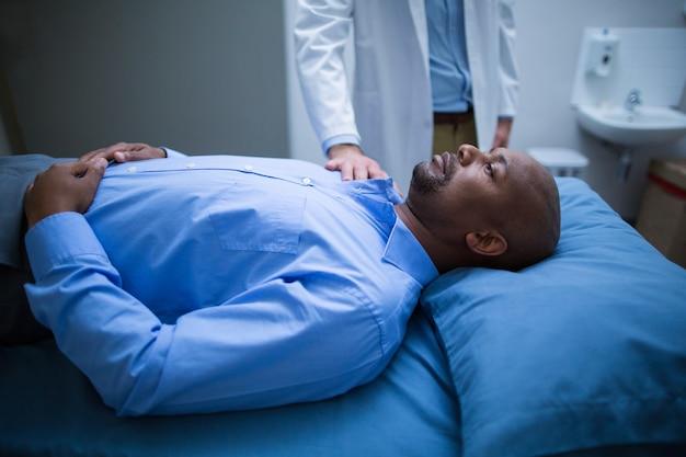 Docteur, consoler, patient, lit