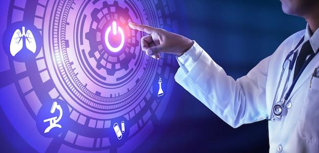 Docteur main appuyant sur le bouton sur l'écran virtuel. concept de technologie médicale