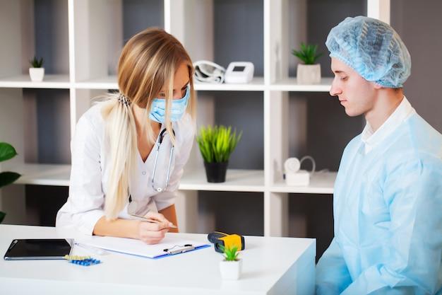 Docteur, prend, patient, hôpital, bureau