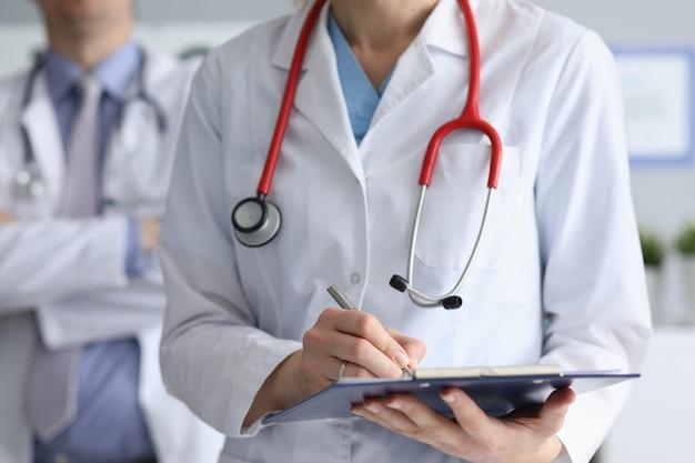 Docteur, signature de documents