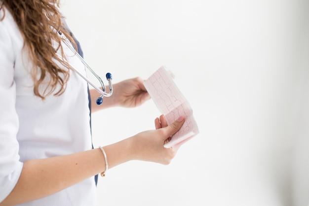 Un docteur avec son stéthoscope