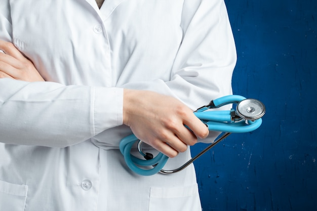 Docteur avec stéthoscope