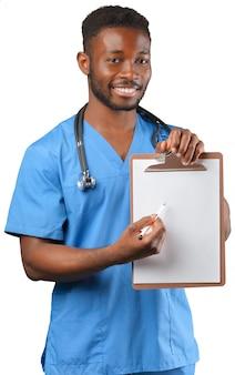 Docteur avec un tableau à feuilles mobiles isolé sur blanc