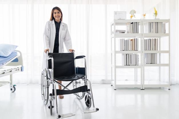 Docteur, tenir, fauteuil roulant