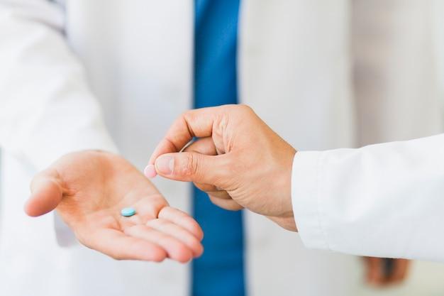Docteur, tenue, pilules