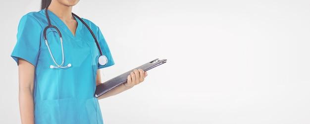 Docteur, tenue, presse-papiers, prescription