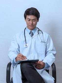 Docteur, tenue, presse-papiers