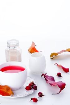 Dog rose tea - boisson saine automne
