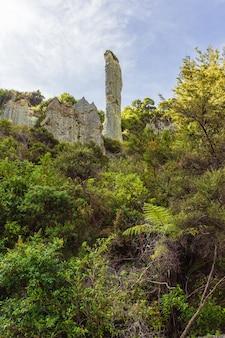 Doigt de roche. putangirua pinnacles. île du nord, nouvelle-zélande