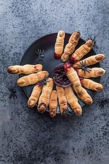 Doigts de biscuits sanglants pour la célébration de la fête d'halloween, cookies