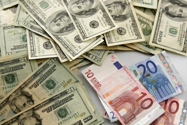 Dolar contre euro billet, métaphore de la finance