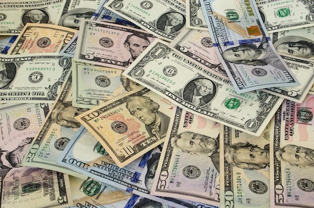 Dollars américains de différentes dénominations