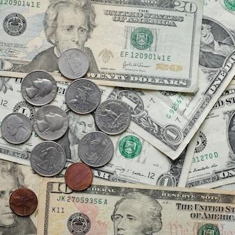 Dollars américains empilés