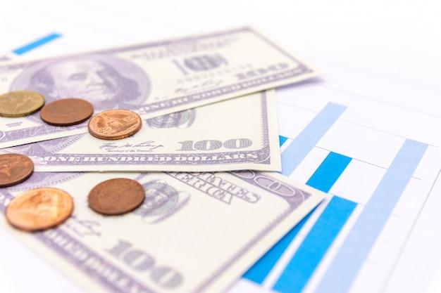 Dollars américains avec graphique sur fond noir blanc