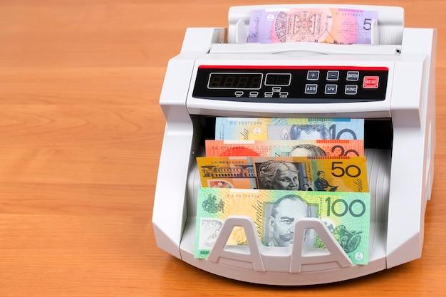 Dollars australiens dans une machine à compter