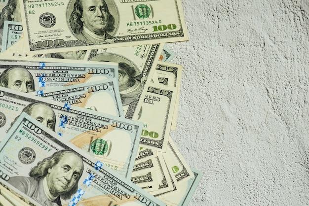 Dollars différents factures. fond de dollars. contexte de différents billets en dollars américains. concept de finance.