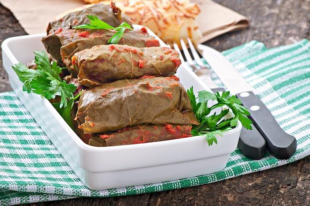 Dolma, feuilles de vigne farcies, cuisine turque et grecque