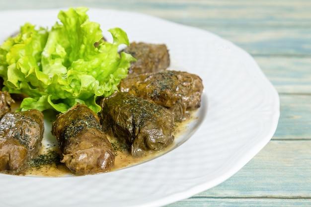 Dolma, feuilles de vigne farcies avec riz et viande