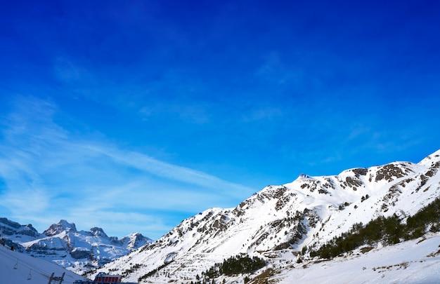 Domaine skiable d'astun à huesca sur les pyrénées en espagne