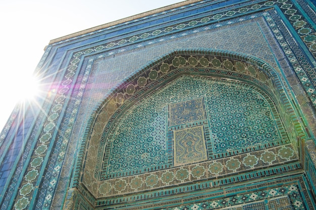 Le dôme sous forme d'arc dans les etails asiatiques traditionnels de mosaïque de l'architecture de l'asie