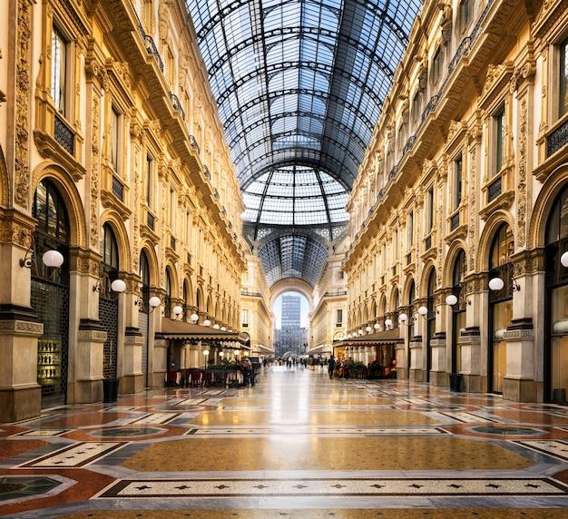 Dôme En Verre De La Galleria Vittorio Emanuele à Milan, Italie Photo Premium