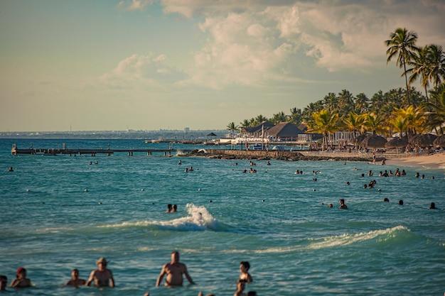 Dominicus, république dominicaine 6 février 2020 : dominicus beach du détail de la mer au coucher du soleil, république dominicaine
