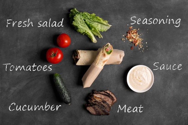 Doner kebab - viande de bœuf frite avec des légumes