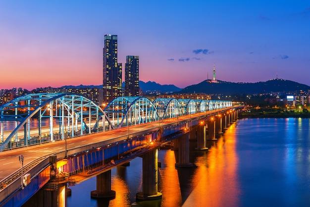 Dongjak bridge han rivière à séoul