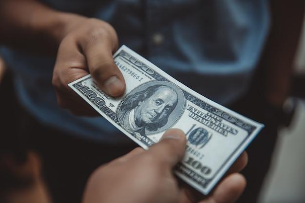 Donner de l'argent dollar américain (usd)