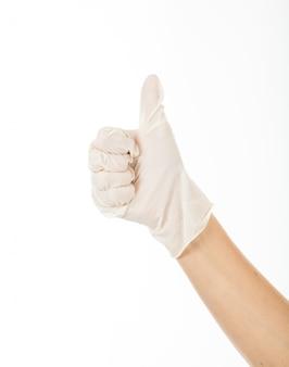 Donner pouce levé pour avoir montré du succès avec le latex gloe. la main droite de la femme est une bonne idée.