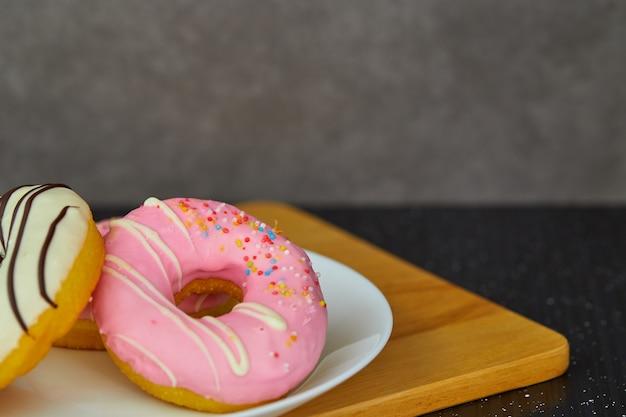 Donut. aliments sucrés et tasse de café