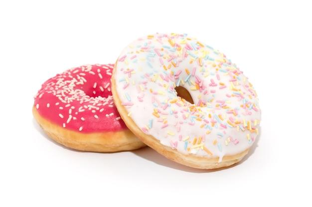 Donut avec arrose isolé sur fond blanc
