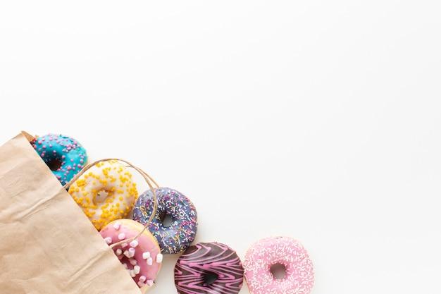 Donuts dans un espace de copie de sac