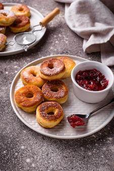 Donuts maison à la confiture de rose