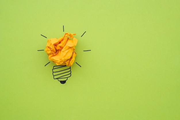 Doodle ampoule avec du papier froissé comme lumière
