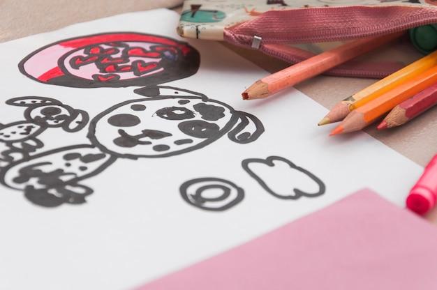 Doodles gros plan et crayons